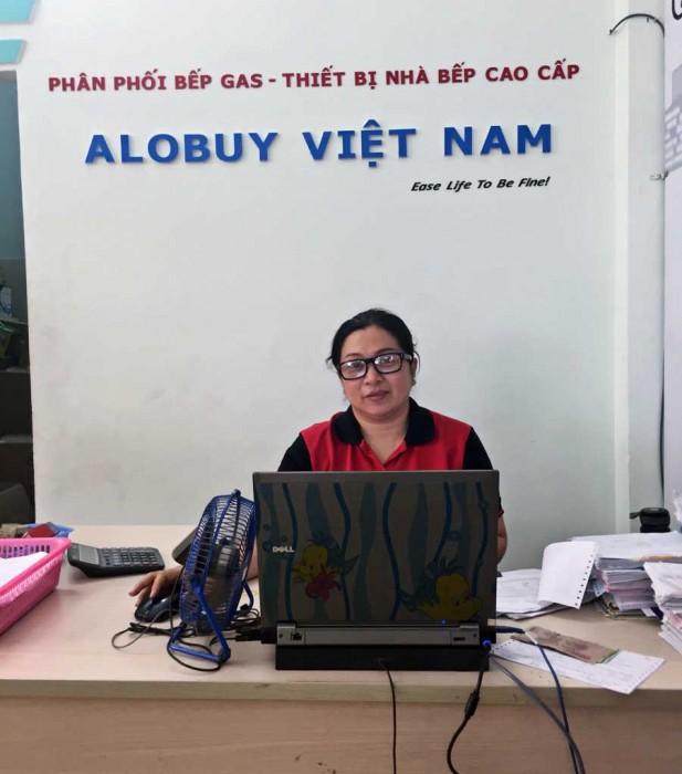 Nhan-vien-shoroom-alobuy-tan-phu-web