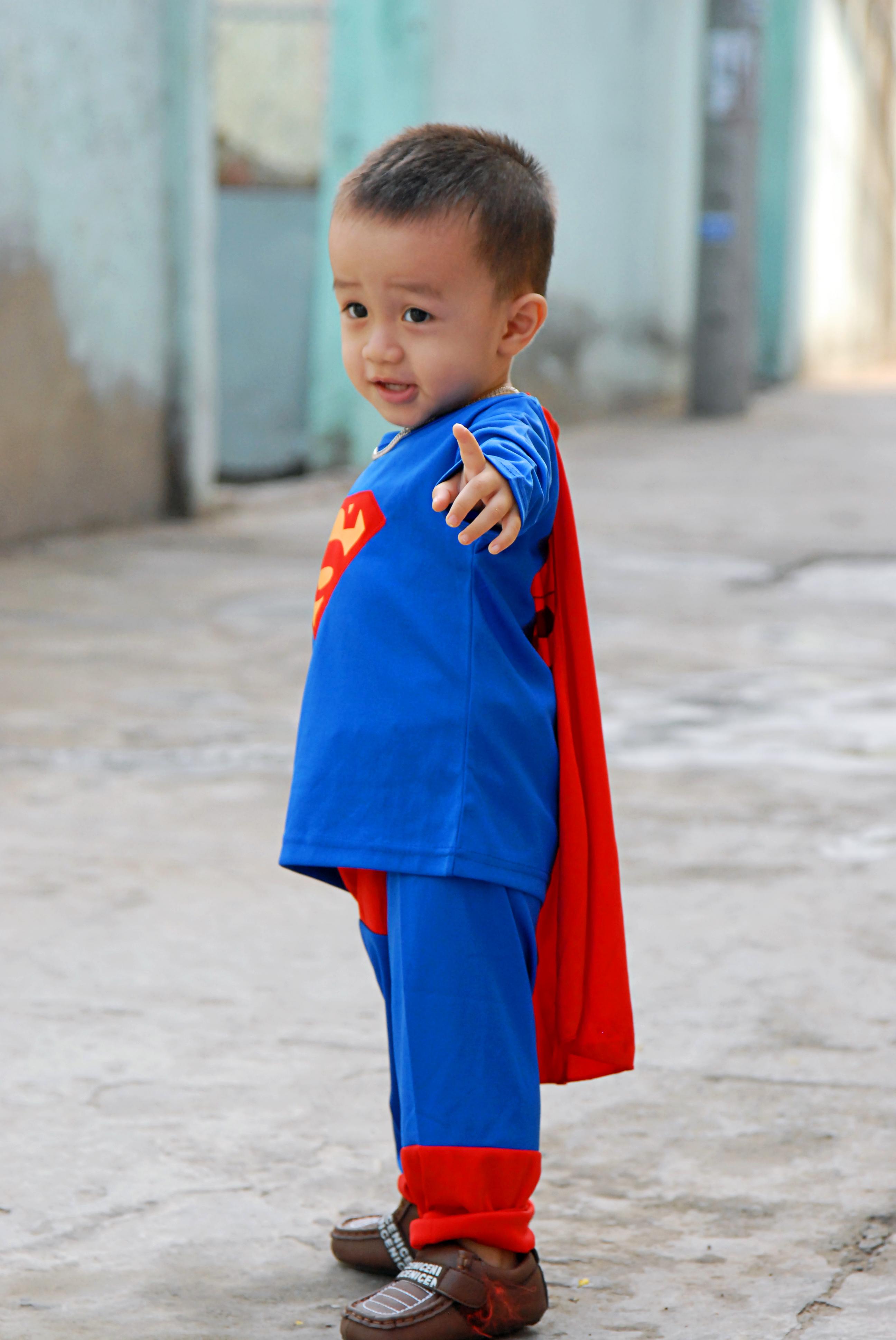 Hotboy subin biến hình Siêu nhân chửn bị đi cứu thế giới đây mẹ ah!