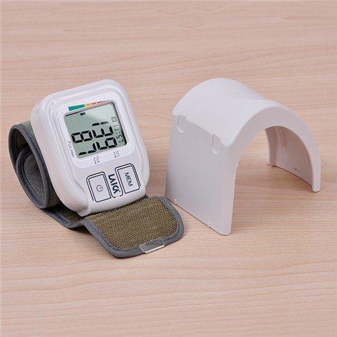 Máy đo huyết áp cổ tay Laica BM1004-6