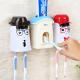 Bộ dụng cụ lấy kem tự động kèm 2 giá treo bàn chải AAPEC E1501-4