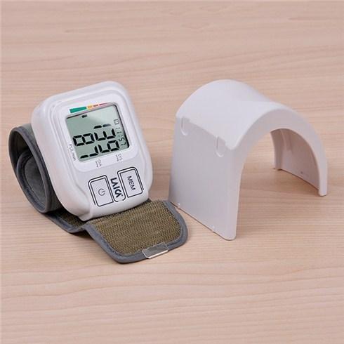 Máy đo huyết áp cổ tay Laica BM1004