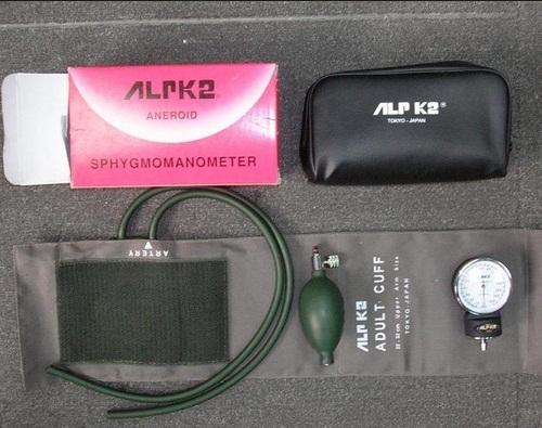 Máy đo huyết áp cơ ALPK2 500V FT 801-2