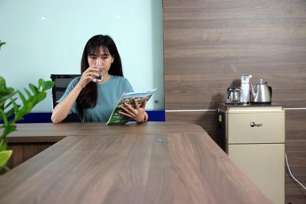 cay-nuoc-nong-lanh-fujie-wd3000e-gia-re-14-07102018145051-928.jpg
